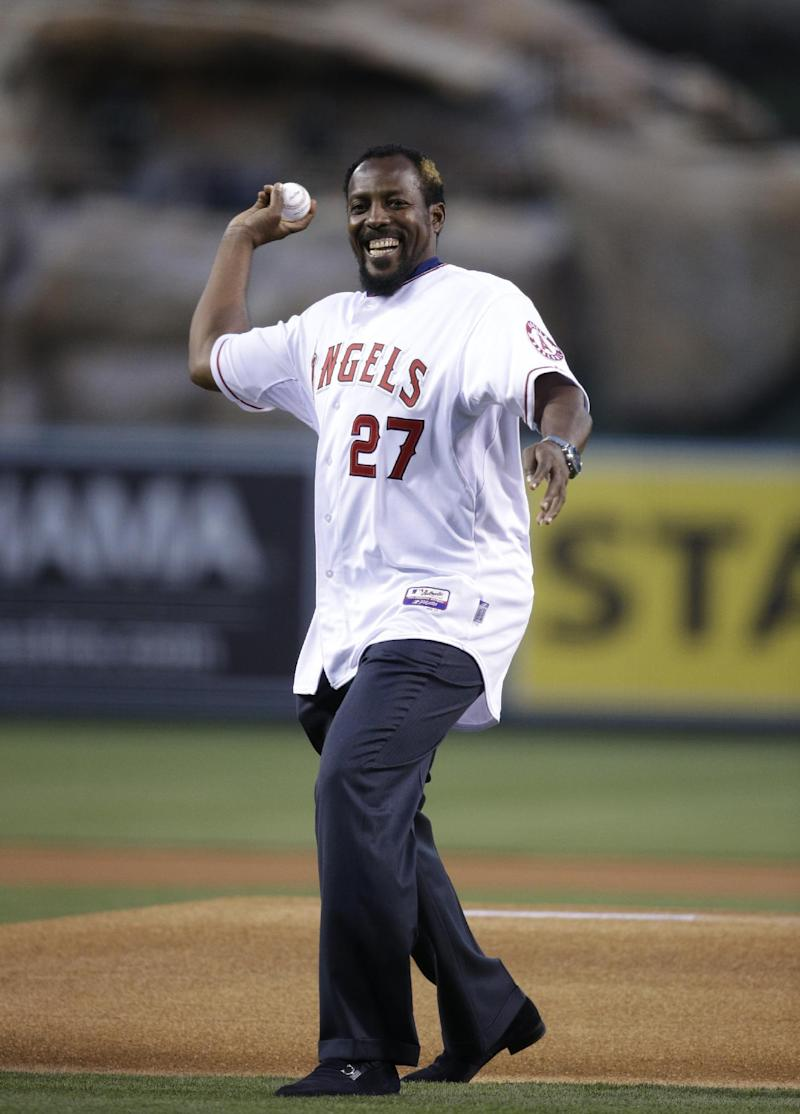 Don Baylor breaks leg while catching 1st pitch