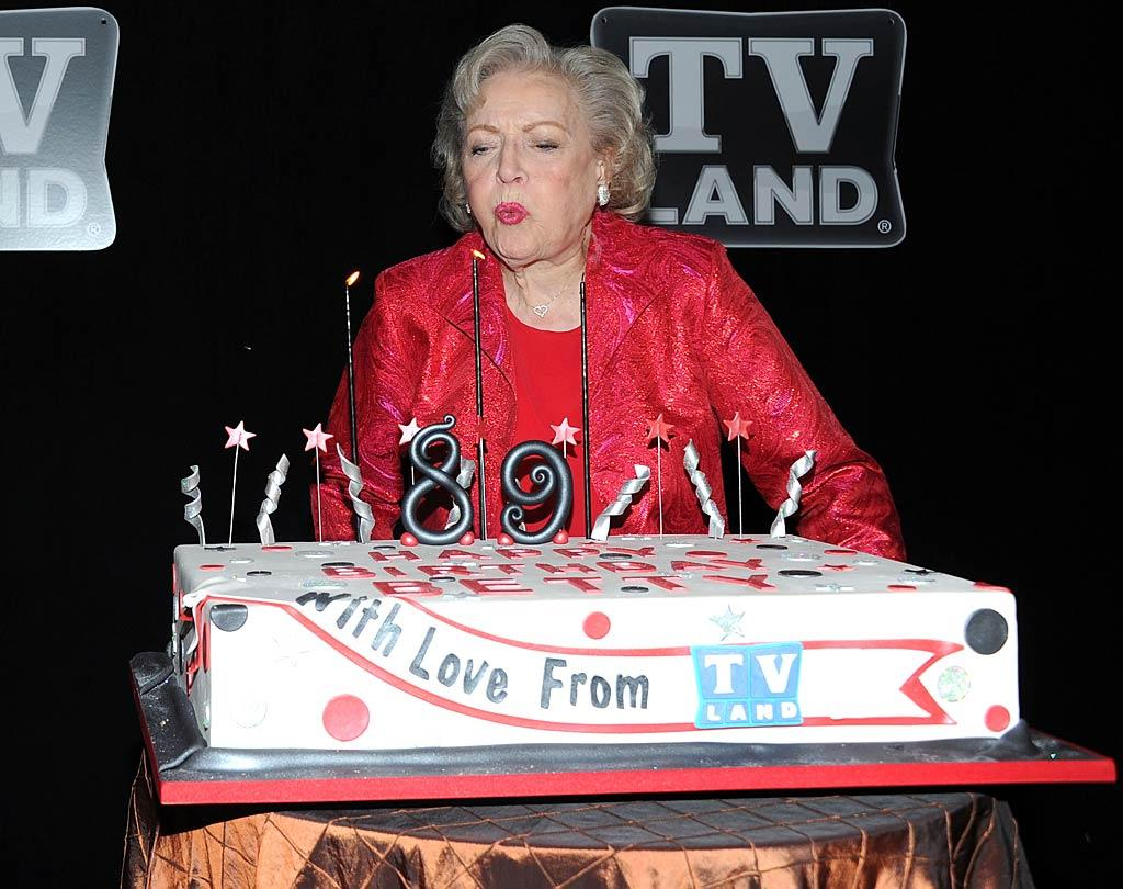 """Hot in Cleveland"" star Betty White celebrated her 89th birthday at Le Cirque in New York Tuesday evening. The young-at-heart actress, whose actual birthday was on January 17, told PopEater.com that she was going to stay in the acting game for as long as she still enjoyed it. ""If my job wasn't fun, I would have retired years ago,"" she said. Jason Kempin/<a href=""http://www.gettyimages.com/"" target=""new"">GettyImages.com</a> - January 18, 2011"