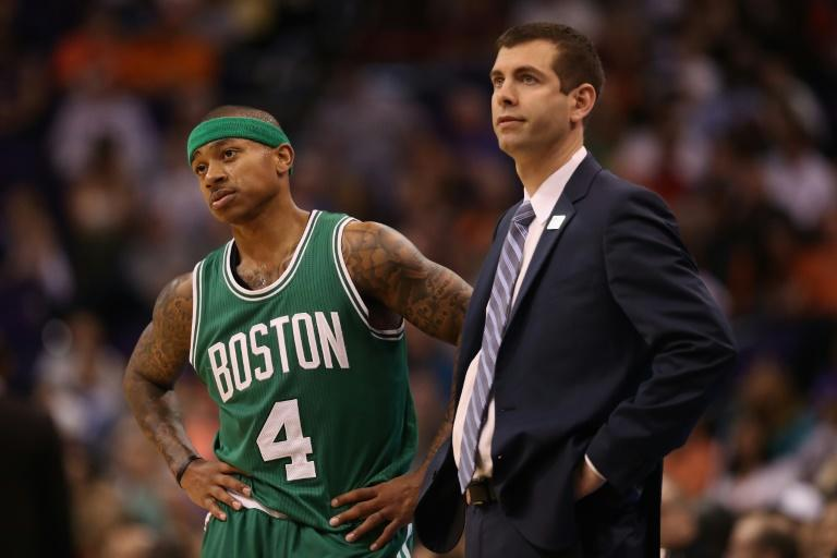 Isaiah Thomas and head coach Brad Stevens of the Boston Celtics, seen during a NBA game in Phoenix, Arizona, on March 5, 2017