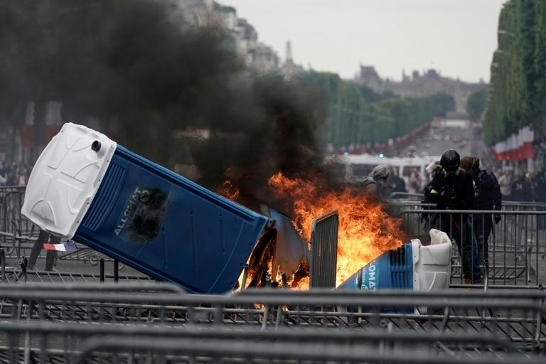 Anti-government protesters who have been demonstrating since November confronted police after the annual Bastille Day military parade in Paris