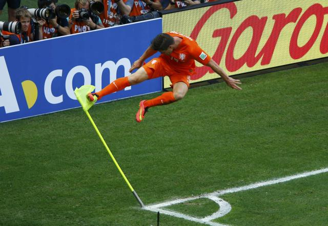 Klaas-Jan Huntelaar of the Netherlands kicks a corner flag to celebrate after scoring a goal during the 2014 World Cup round of 16 game between Mexico and the Netherlands at the Castelao arena in Fortaleza June 29, 2014. REUTERS/Mike Blake (BRAZIL - Tags: TPX IMAGES OF THE DAY SOCCER SPORT WORLD CUP) TOPCUP