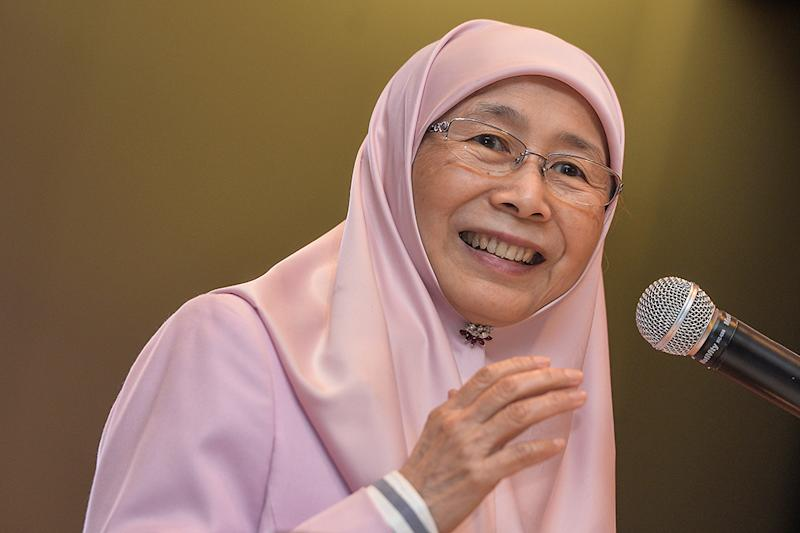 Deputy prime minister, Datuk Seri Dr Wan Azizah is set to grace the WOWComm 2019 conference as she shows her support for their zero-waste discussions and initiatives. — Picture by Miera Zulyana