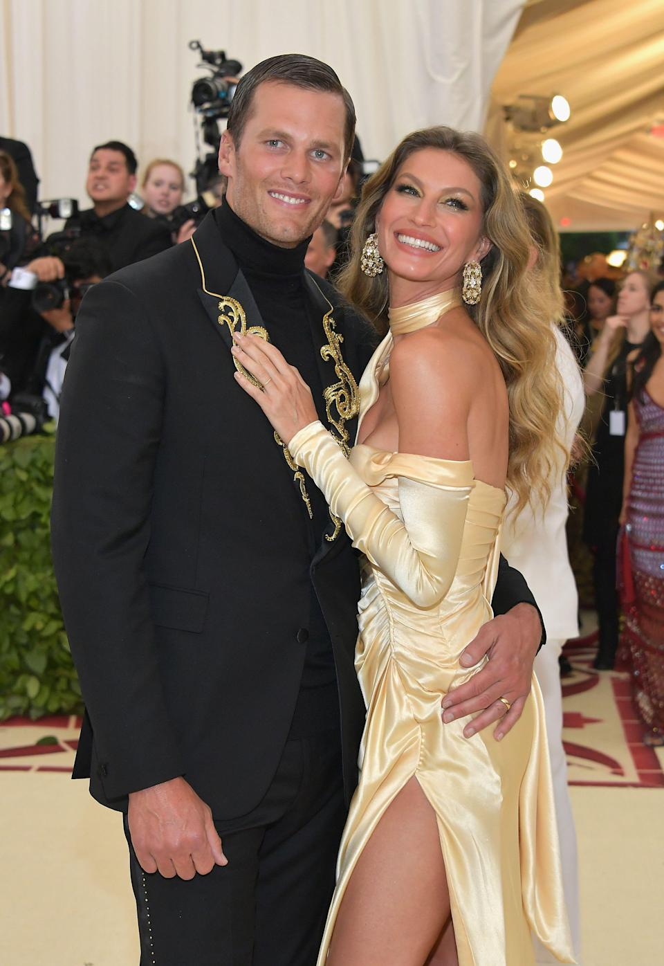 """<p>If you're thinking Gisele Bundchen and Tom Brady are one of those couples that have ah-mazing bodies, yet swear they eat like, burgers and crap? Yeah, no. Think again. The genetically gifted couple's former personal chef, <a rel=""""nofollow noopener"""" href=""""http://www.boston.com/sports/football/patriots/2016/01/04/meet-the-chef-who-decides-what-tom-brady-eats-and-what-definitely-doesn/gERAd0pkpmuELDZztIA56K/story.html"""" target=""""_blank"""" data-ylk=""""slk:Allen Campbell, opened up about what the couple actually eats"""" class=""""link rapid-noclick-resp"""">Allen Campbell, opened up about what the couple actually eats</a> in a day. And he's not sugar-coating anything-literally and figuratively. </p><p>Curious what it takes to get bodies that rocking? Check out the main staples making up the power couple's organic, 80 percent vegetable, 20 percent lean meat diet. But it might be what the duo <em>doesn't </em>eat that's most shocking.</p>"""