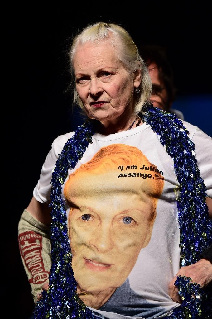 """Designer Vivienne Westwood wears a tee-shirt reading, """"I am Julian Assange"""" as she walks the runway at the end of her show on June 19, 2016 in Milan (AFP Photo/Giuseppe Cacace)"""