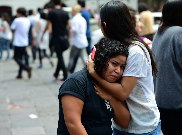 <p>People react as a real quake rattles Mexico City on September 19, 2017 as an earthquake drill was being held in the capital. (Photo: Ronaldo Schemidt /AFP/Getty Images) </p>