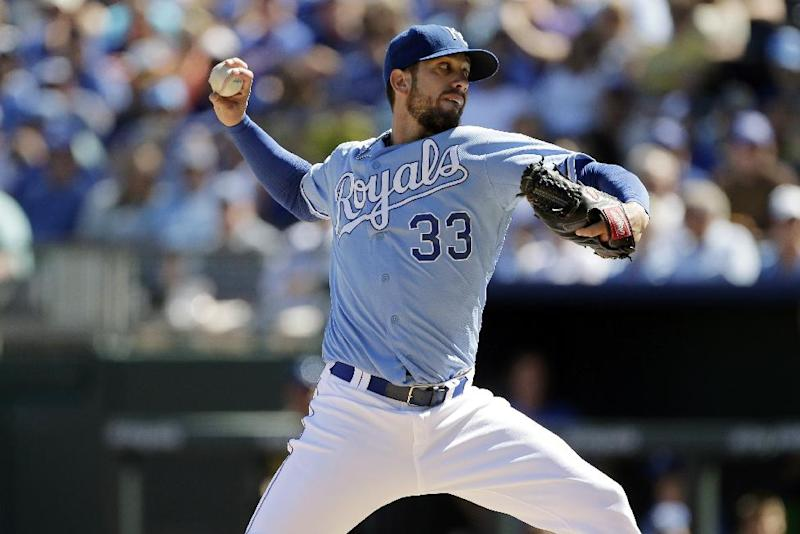 Shields stays with Royals, Lindstrom with WSox