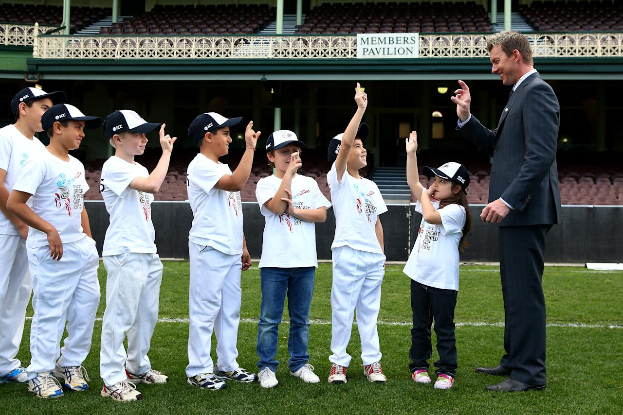 SYDNEY, AUSTRALIA - JULY 30:  Former Australian cricketer, Brett Lee shows young players how to hold a ball when bowling during the announcement of the NSW venues for the 2015 ICC Cricket World Cup at Sydney Cricket Ground on July 30, 2013 in Sydney, Australia.  (Photo by Cameron Spencer/Getty Images)
