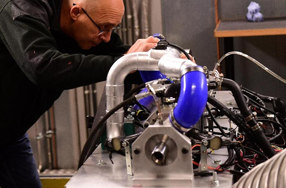 Industry analysts question whether a super-efficient engine invented by Shaul Yakobi (L), co-founder of Aquarius Engines, can succeed against electric car technology (AFP Photo/Emmanuel Dunand)