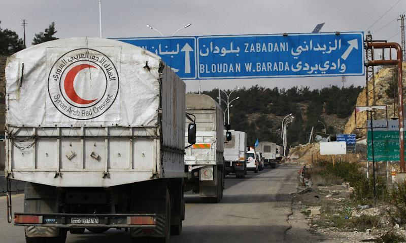 Syria's Red Crescent delivered aid to the besieged rebel-held town of Madaya, on January 14, 2016 (AFP Photo/Louai Beshara)