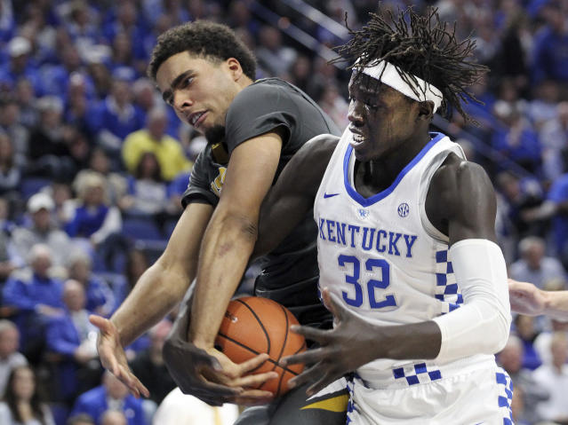 Kentucky's Wenyen Gabriel (32) and Missouri's Jontay Porter, left, vie for the ball during the first half of an NCAA college basketball game Saturday, Feb. 24, 2018, in Lexington, Ky.(AP Photo/James Crisp)