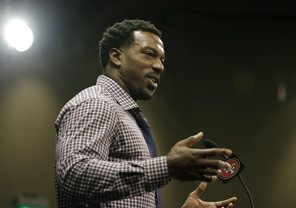 San Francisco 49ers linebacker Patrick Willis announced his retirement at a news conference on March 10, 2015. (AP Photo/Jeff Chiu, File)