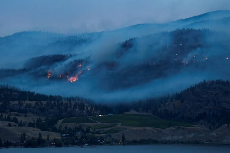 Strong winds in forecast prompts warning to B.C. residents near fire