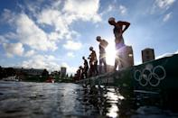 <p>Swimmers prepa start the race in the Women's 10km Marathon Swimming on day twelve of the Tokyo 2020 Olympic Games at Odaiba Marine Park on August 04, 2021 in Tokyo, Japan. (Photo by Antonio Bronic - Pool/Getty Images)</p>