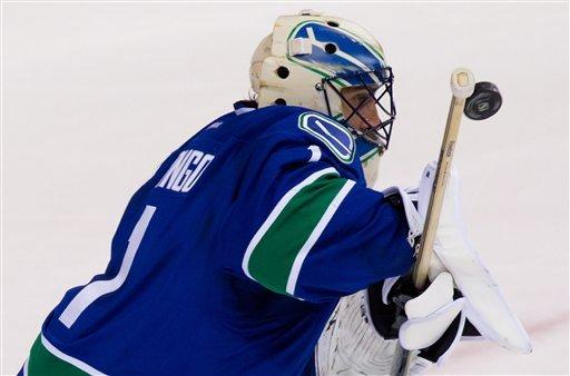 Luongo helps Canucks shut out Avalanche 3-0