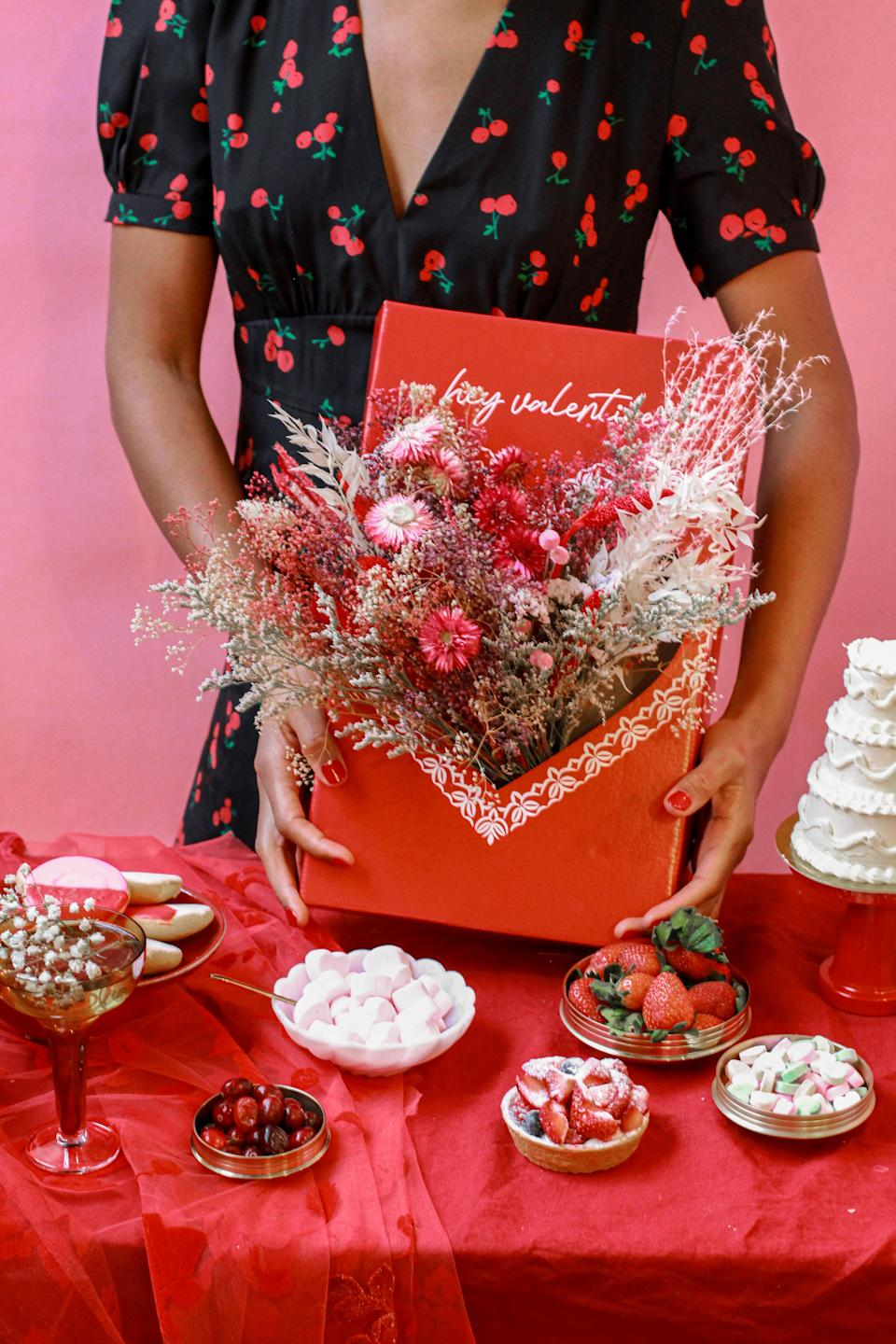 "25 Unexpected Ways To Say ""I Love You"" this Valentine's Day, Pop Up Florist Hey Valentine Box"