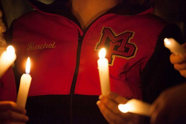 PHOTO:Students from Marysville-Pilchuck High School hold candles during a vigil, Oct. 24, 2014, in Marysville, Wash. (David Ryder/Getty Images)