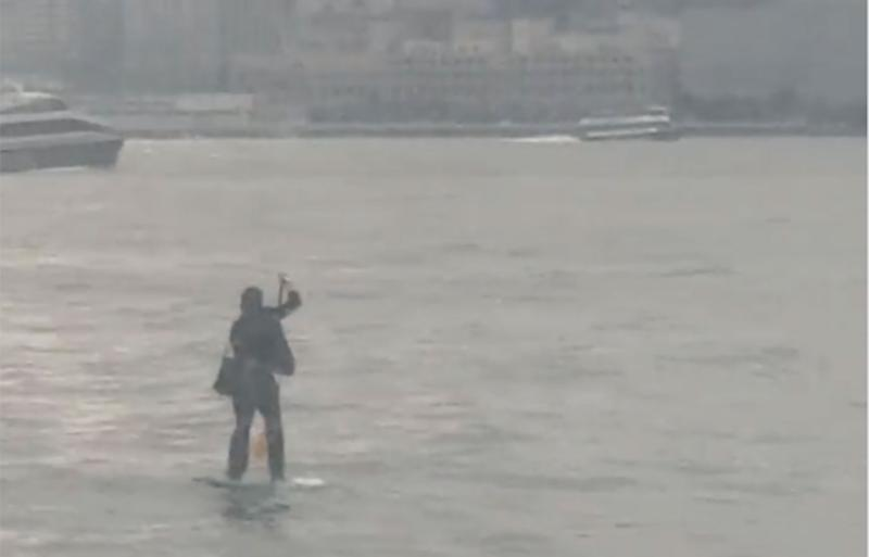 New Jersey man uses paddleboard to get across Hudson River for work