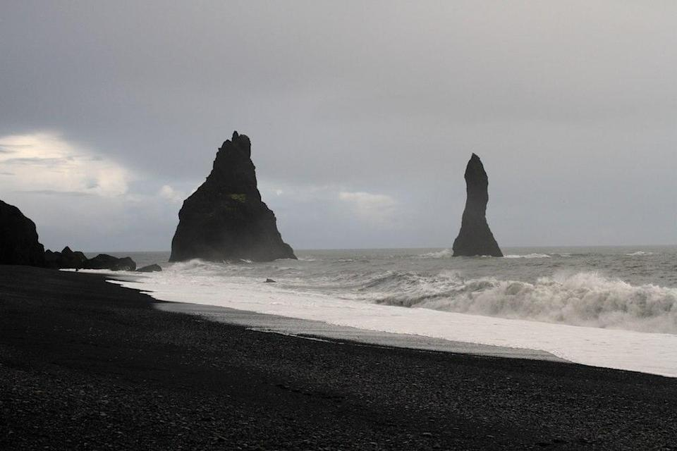 <p>Most people choose a beach for its golden sand - but the black basalt sand in Vik is even more impressive. The wettest place in Iceland, this beach is home to many seabirds, such as puffins that nest here by burrowing into the shallow soils. (Photo: Flickr / kathyrn_goddard1)</p>