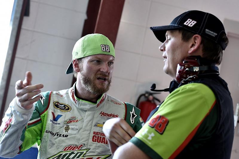 Earnhardt makes first public comments after plane crash