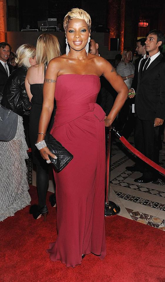 """Mary J. Blige (in Gucci) was honored at the soiree for founding FFAWN, an organization that is dedicated to helping women gain the confidence and skills they need to reach their full individual potential. Dimitrios Kambouris/<a href=""""http://www.wireimage.com"""" target=""""new"""">WireImage.com</a> - September 22, 2009"""