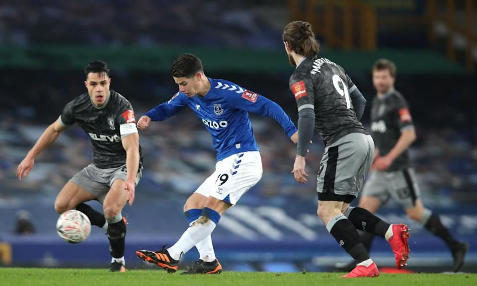 James Rodríguez was impressive again as Everton eased past Sheffield Wednesday.