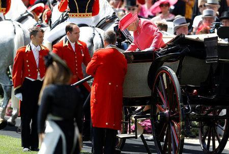 Horse Racing - Royal Ascot - Ascot Racecourse, Ascot, Britain - June 21, 2018 Britain's Queen Elizabeth steps down from a carriage as she arrives before the start of the racing REUTERS/Peter Nicholls