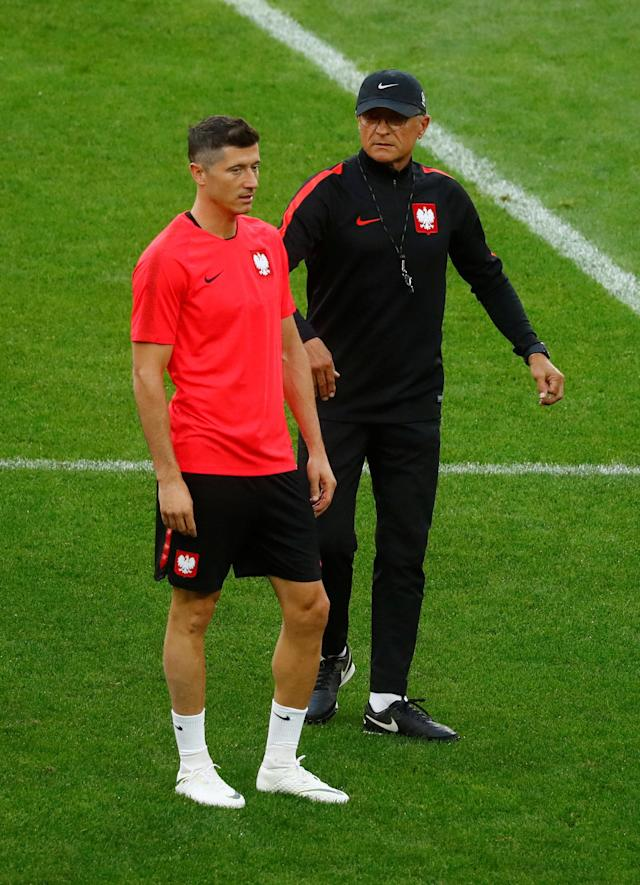 Soccer Football - World Cup - Poland Training - Spartak Stadium, Moscow, Russia - June 18, 2018 Poland's Robert Lewandowski with coach Adam Nawalka during training REUTERS/Kai Pfaffenbach