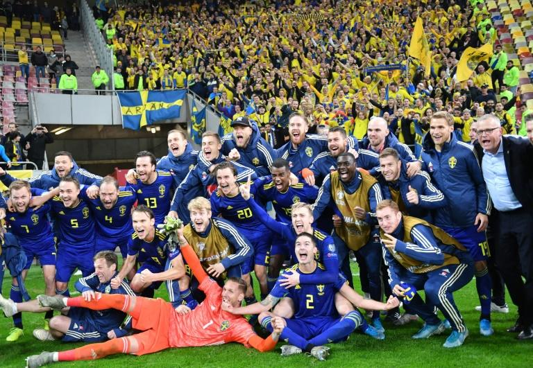 Sweden's players celebrated booking their Euro 2020 ticket with victory over Sweden (AFP Photo/Daniel MIHAILESCU)