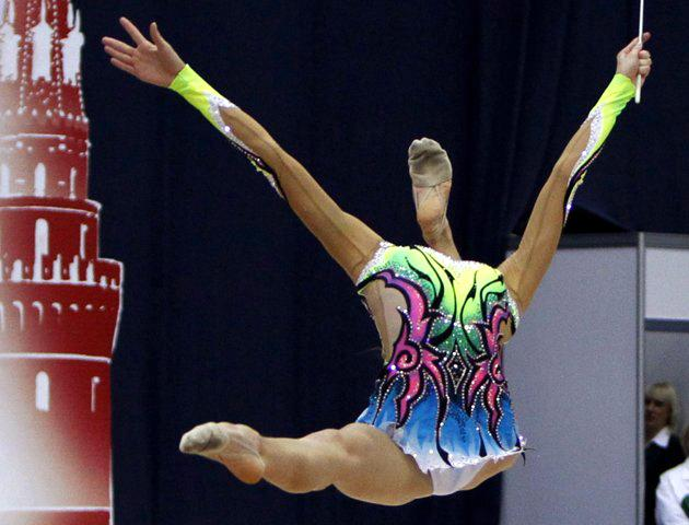 Aliaksandra Narkevich of Belarus performs with the ribbon during the Rhythmic Gymnastics World Championships in Moscow September 23, 2010. (REUTERS/Grigory Dukor)