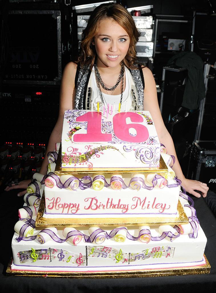 Its Hard To Pinpoint Exactly When The Transition Happened Although Revisiting Stars Birthday Cakes Over Years Offers An Idea
