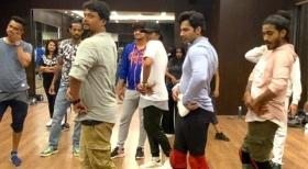 Not as easy it looks: 'Coolie No. 1' Varun Dhawan learns 'thumka' is tough