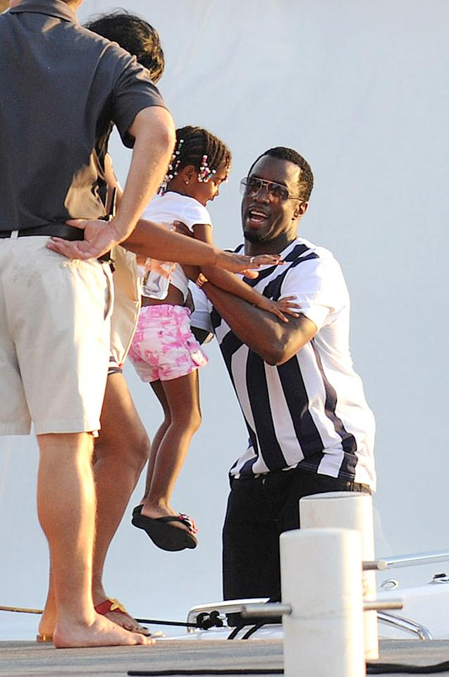 """Sean """"Diddy"""" Combs escaped the cold for a sunny vacation -- in rock star style! -- on the French island of St. Barts with his family, including his adorable 4-year-old twin girls D'Lila Star and Jessie James, son Christian, 12, and their mom, Kim Porter. <a href=""""http://www.splashnewsonline.com"""" target=""""new"""">Splash News</a> - December 28, 2010"""