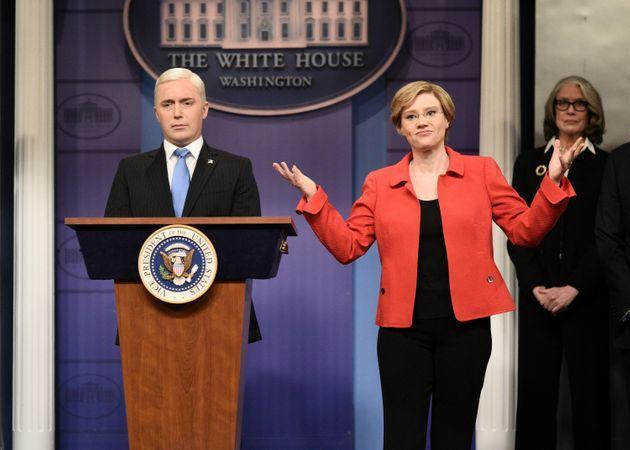 Beck Bennett as Mike Pence, and Kate McKinnon as Elizabeth Warren during the cold open in Season 45. (Photo: NBC via Getty Images)