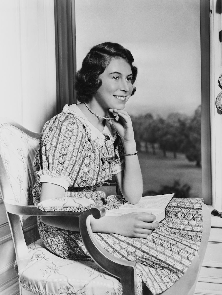 <p>Here's Princess Elizabeth chilling at Windsor Castle in the summer. Just your typical teenage girl, destined to be queen. #Same</p>