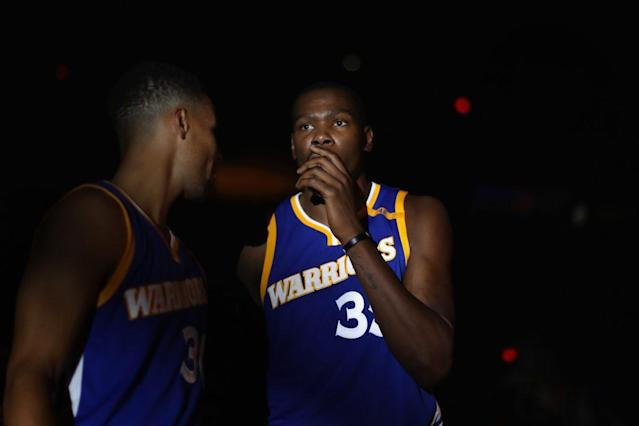 Golden State and members of Kevin Durant's inner circle are fearful that the knee injury he suffered Tuesday could keep him out until the start of the playoffs, and maybe longer. (Getty)