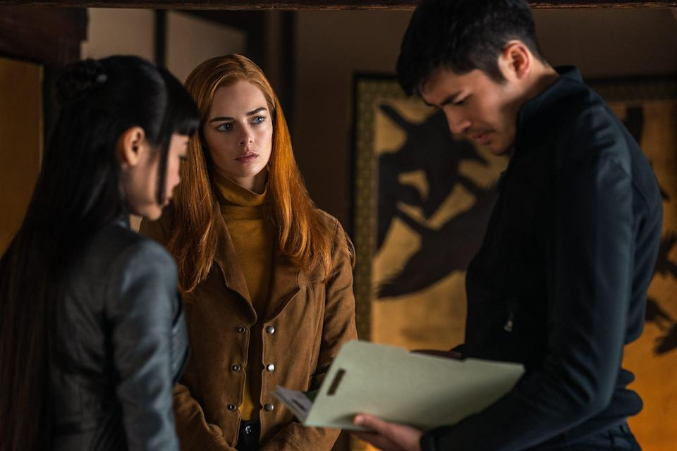 Scarlett (Samara Weaving, center) explains to Akiko (Haruka Abe) and Snake Eyes (Henry Golding) about his late father's G.I. Joe connection.