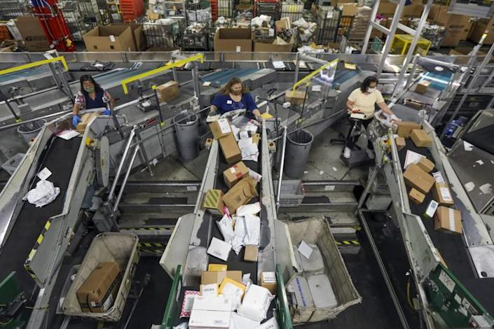 CITY OF INDUSTRY, CA - MAY 14: A view of Automated Parcel and Bundle Sorter at USPS Processing & Distribution Center on Thursday, May 14, 2020 in City of Industry, CA. (Irfan Khan / Los Angeles Times)