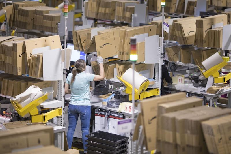 Amazon Will Pay One-Time Bonuses of $500 to Logistics Workers