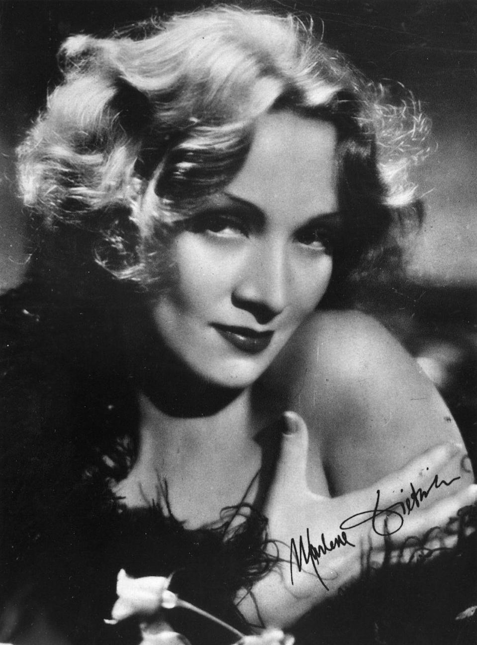 <p>Delicately shaped waves a la Marlene Dietrich took hold of trend lovers during the mid-1930s.</p>