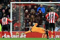Defoe punishes Liverpool, Manchester City bounce back