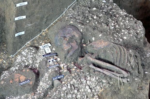 The Neolithic skeleton was buried together with pottery and stone tools and under mounds of shells.