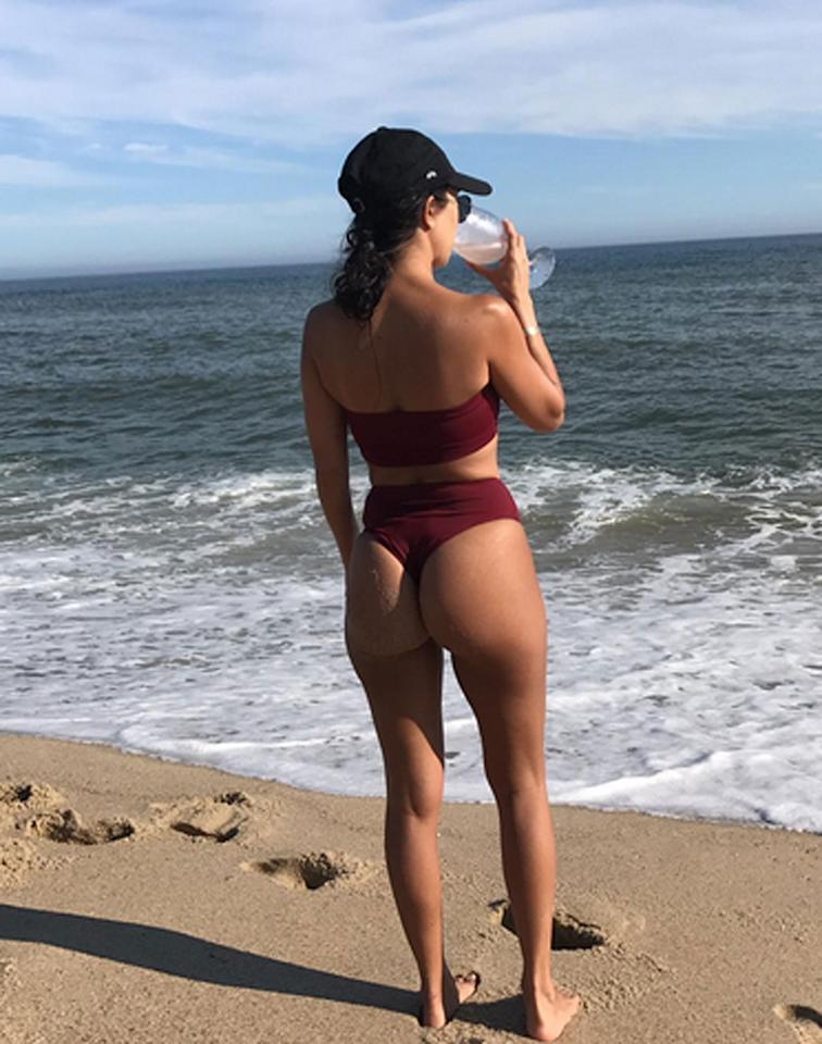 """<p>Kourtney appears to be living her Summer 2k17 according to that old maxim, """"sun's out, buns out.""""</p>"""