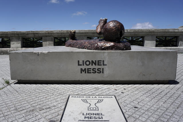 What's left of the Lionel Messi statue in Buenos Aires. (Getty)