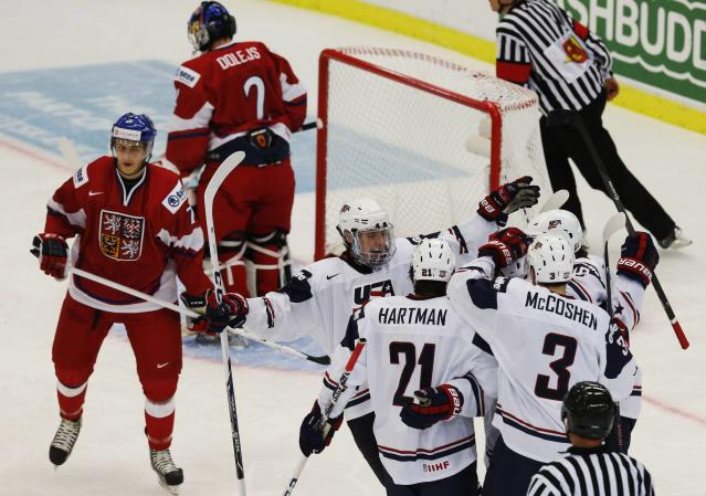 Team USA's players celebrate a goal in front of Czech Republic's Libor Sulak (L) and Daniel Dolejs during the first period of their IIHF World Junior Championship ice hockey game in Malmo, Sweden, December 26, 2013. REUTERS/Alexander Demianchuk (SWEDEN - Tags: SPORT ICE HOCKEY)