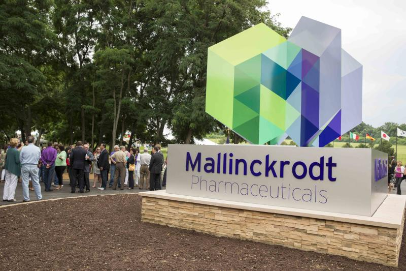 Mallinckrodt Public Limited Company (NYSE:MNK) Buckles Under The Trend Lines