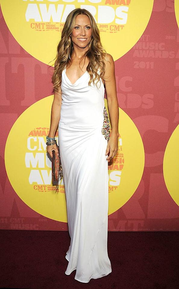 """Kid Rock's ex Sheryl Crow showed off her fit physique in a gorgeous white gown, which featured a plunging neckline and beaded detailing at the waist. Rick Diamond/<a href=""""http://www.gettyimages.com/"""" target=""""new"""">GettyImages.com</a> - June 8, 2011"""