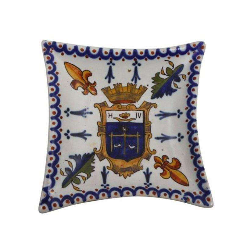 """<p><strong>Vintage</strong></p><p>onekingslane.com</p><p><strong>$125.00</strong></p><p><a href=""""https://go.redirectingat.com?id=74968X1596630&url=https%3A%2F%2Fwww.onekingslane.com%2Fp%2F4588925-french-faience-diamond-pin-tray.do&sref=https%3A%2F%2Fwww.esquire.com%2Flifestyle%2Fcars%2Fg32799357%2Fbest-ash-trays-for-men%2F"""" rel=""""nofollow noopener"""" target=""""_blank"""" data-ylk=""""slk:Buy"""" class=""""link rapid-noclick-resp"""">Buy</a></p><p>The ash tray as family heirloom. </p>"""