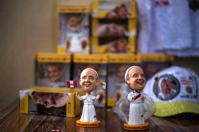 Street vendors sell merchandise related to Pope Francis' visit in Puerto Maldonado, Peru (AFP Photo/Ernesto BENAVIDES)
