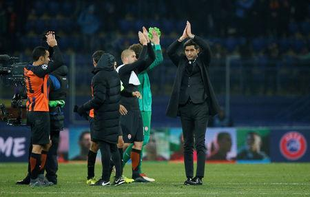 Soccer Football - Champions League Round of 16 First Leg - Shakhtar Donetsk vs AS Roma - Metalist Stadium, Kharkiv, Ukraine - February 21, 2018 Shakhtar Donetsk coach Paulo Fonseca applauds the fans at the end of the match REUTERS/Gleb Garanich