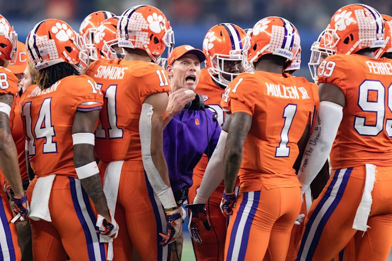 Clemson Tigers defensive coordinator Brent Venables talks to his players during the CFP semifinal game against Notre Dame. (Getty)
